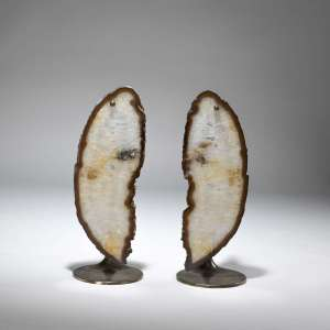Pair of medium amber agate Slice lamps on bronze bases (T3825)