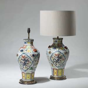 Pair of colourful oriental Chinoiserie empire lamps on brass bases (T3969)