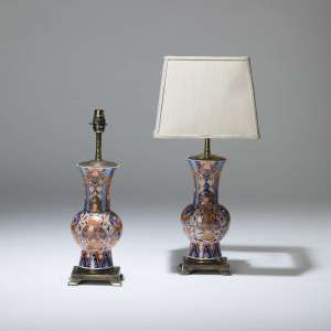 Pair of small antique gold ceramic imari lamps on square brass bases (T4025)