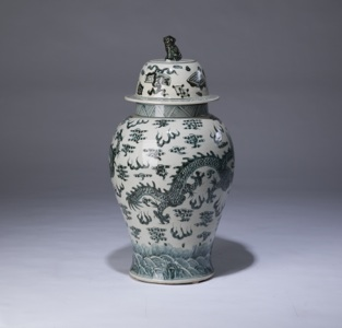 single medium blue & white vase with lidded top (T3358)