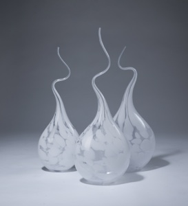 white marbled 'squiggle vases' (T3523)