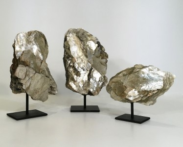 Pieces Of Layered Shimmery Mica On Metal Stands (T4768)